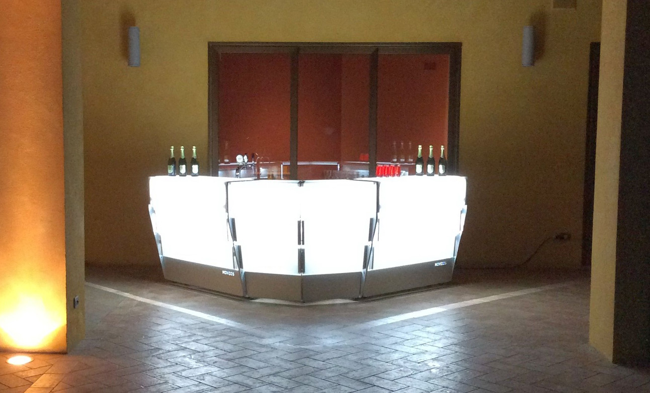 bancone bar per esterno, luminoso
