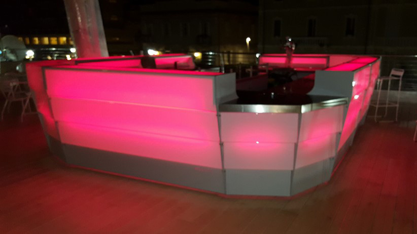 bancone bar ideale per le location notturne