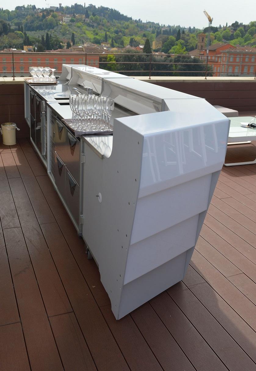 comptoir de bar pour exterieur configurable lumineux bar. Black Bedroom Furniture Sets. Home Design Ideas