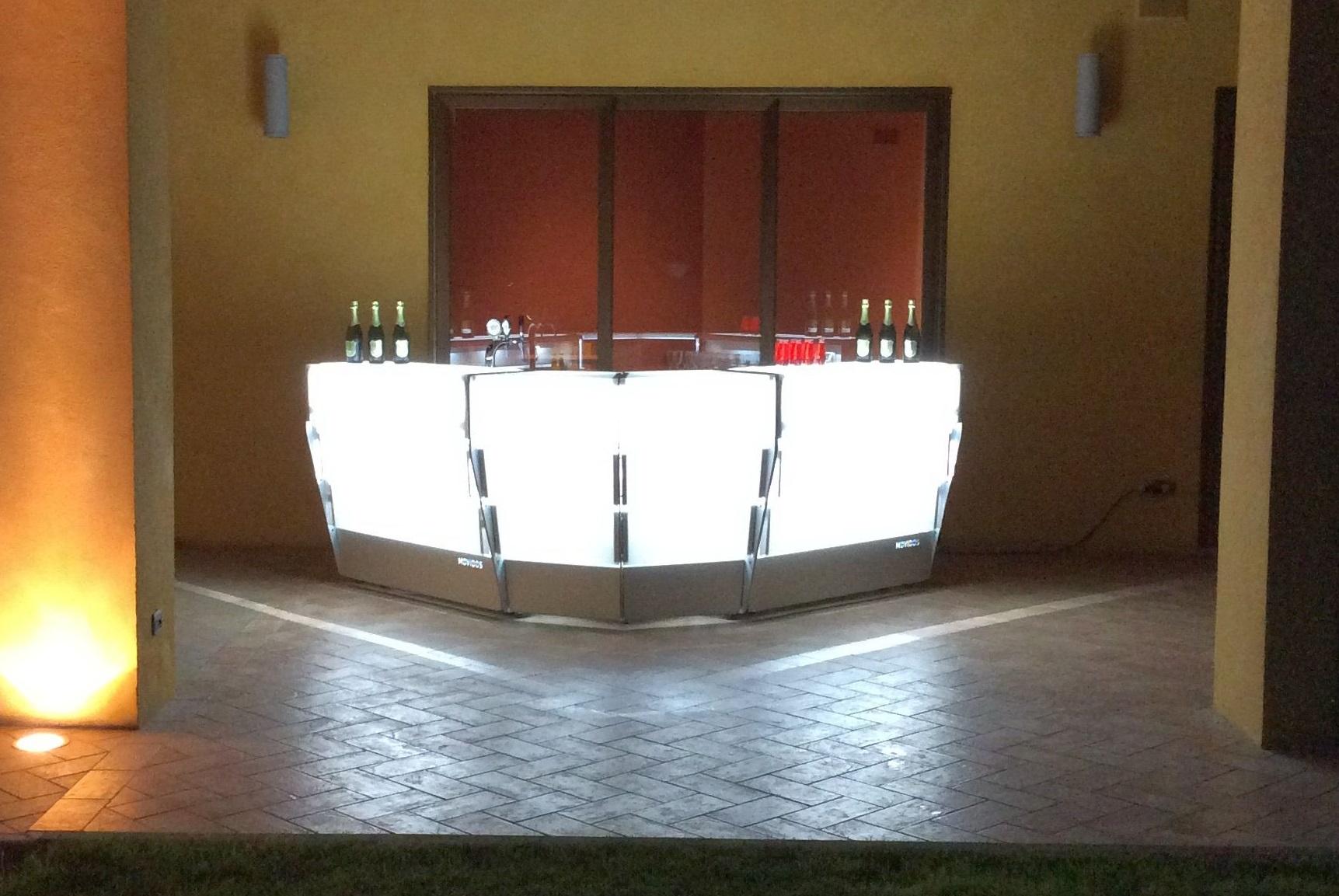 comptoire de bar pour exterieur modulaire configurable. Black Bedroom Furniture Sets. Home Design Ideas