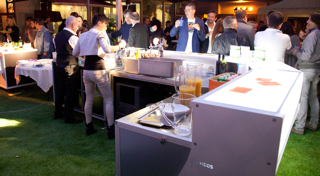 equippable and configurable outdoor bar counter